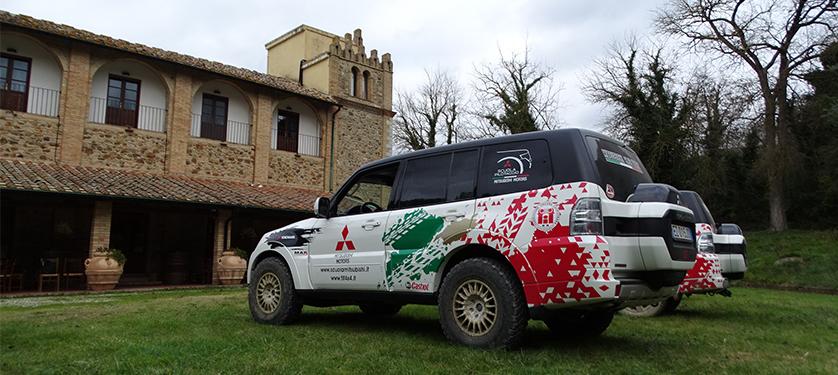 Lezioni di off-road della scuola pilotaggio Mitsubishi per i migliori top manager d'Italia